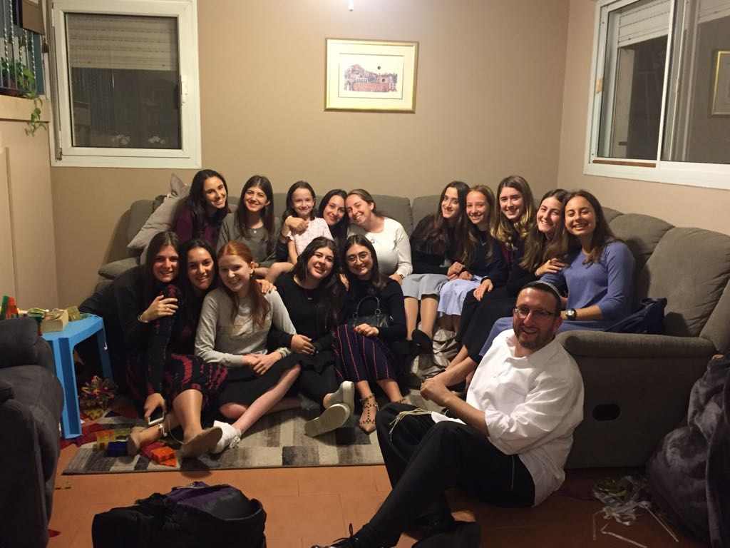 Shana Bet Shabbaton at R. Jason's, baking challahs for lone soldiers